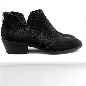 Vince Camuto booties Size 8
